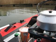 船での食事090222